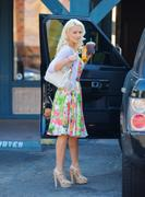 Холли Мэдисон, фото 1958. Holly Madison Starbucks in LA Market FEB-1-2012, foto 1958