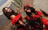 Nikki & Brie Bella -  Bella de Mayo