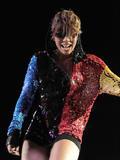 th_71869_celebrity-paradise.com-The_Elder-Keri_Hilson_2010-02-04_-_Pepsi_Super_Bowl_Fan_Jam_in_Miami_748_122_420lo.jpg