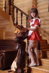 http://img251.imagevenue.com/loc61/th_105272573_tduid300163_Silver_Sandrinya_maid_1_079_122_61lo.JPG